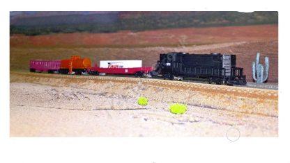 EMD GP8 Black US Freight Train Set scene 132mm