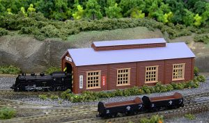 Rokuhan S051-2 Wood Engine House Single Stall in Light Brown